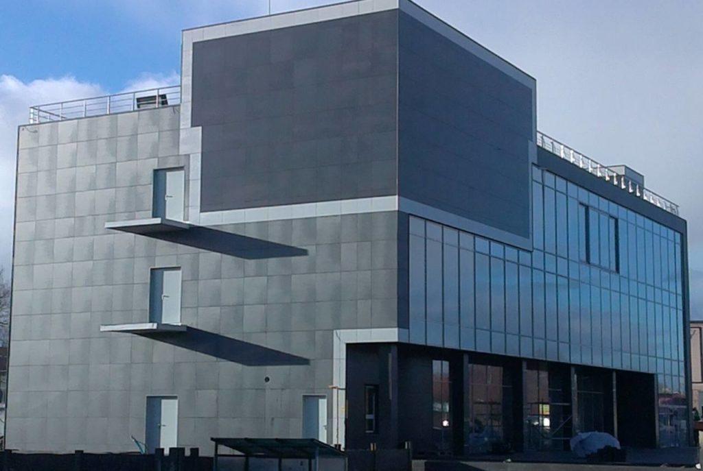 Вентилируемый фасад из керамической плитки. Г. Калининград, Индустриальная, офисное здание