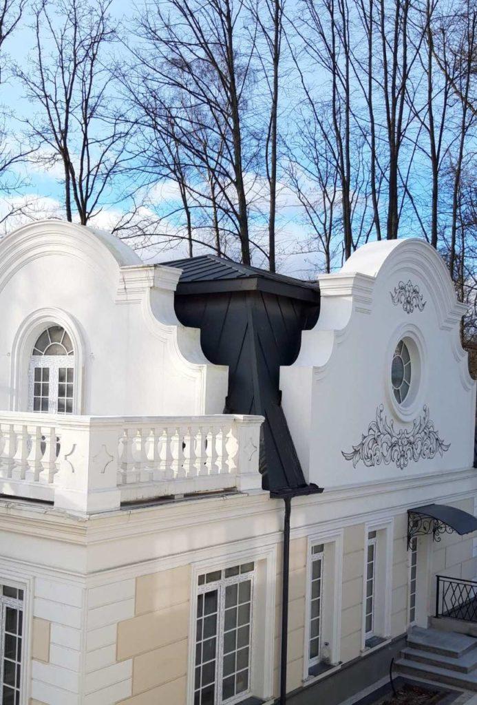 Фальцевая кровля. Г. Калининград, ул. А. Невского, Резиденция Королей